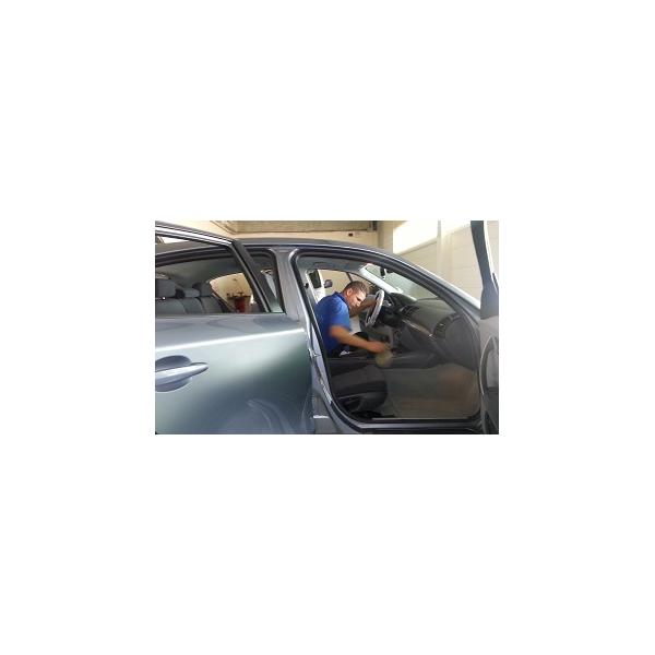 Nettoyage auto tableau de bord for Lavage auto interieur